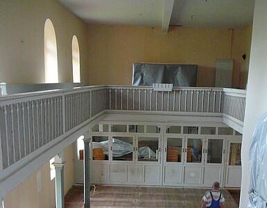 Kircheninnenraum vor der Sanierung.