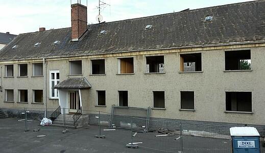 Leerstehende Ruine des ehemaligen Wohnheims.