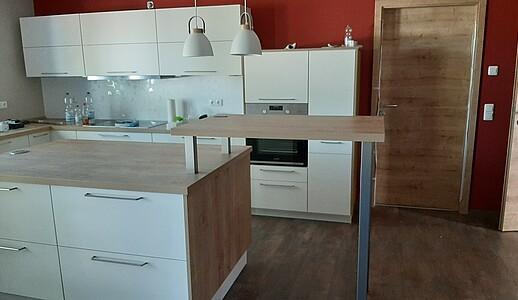 Blick in die neue Küche des Wohnhauses.